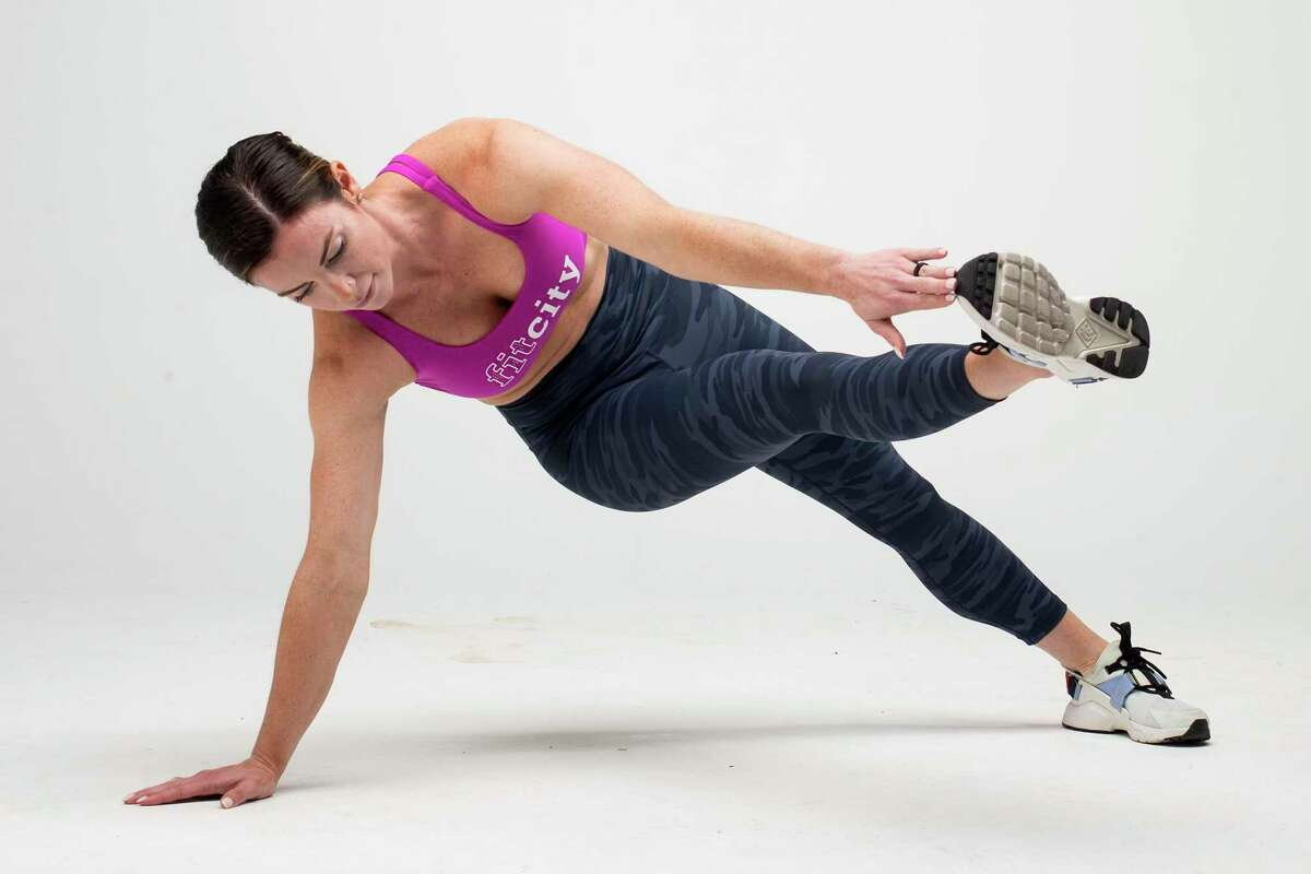 Plank-Toe Taps. Step 2.