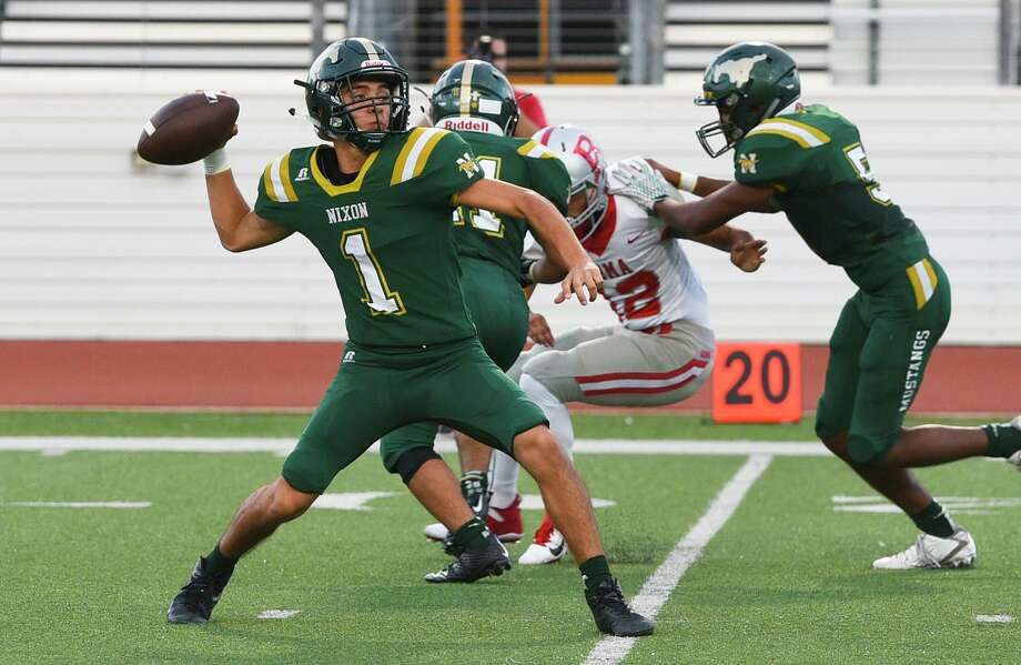 Austin Garcia retuns under center as Nixon travels to Eagle Pass for a 7 p.m. matchup Friday. Photo: Danny Zaragoza /Laredo Morning Times File / Laredo Morning Times