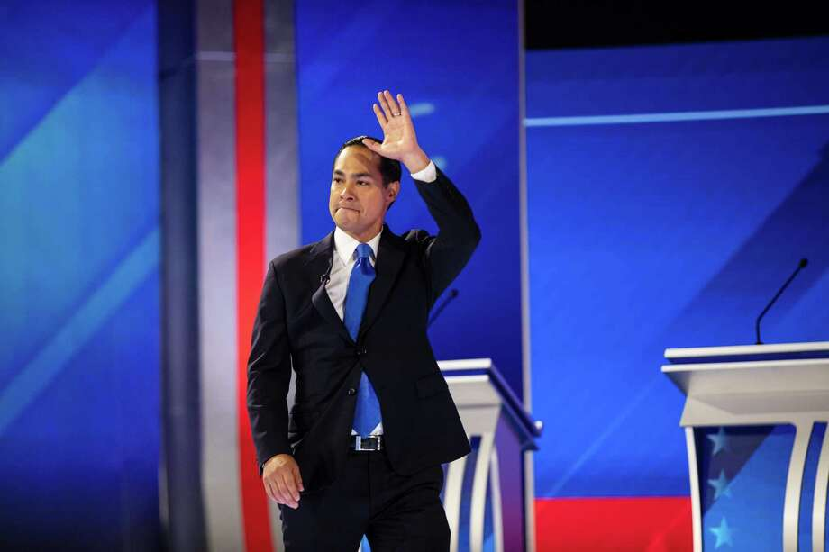 A reader is waving goodbye to former Housing Secretary Julián Castro after watching his controversial performance during the third debate. Photo: TAMIR KALIFA /NYT / NYTNS