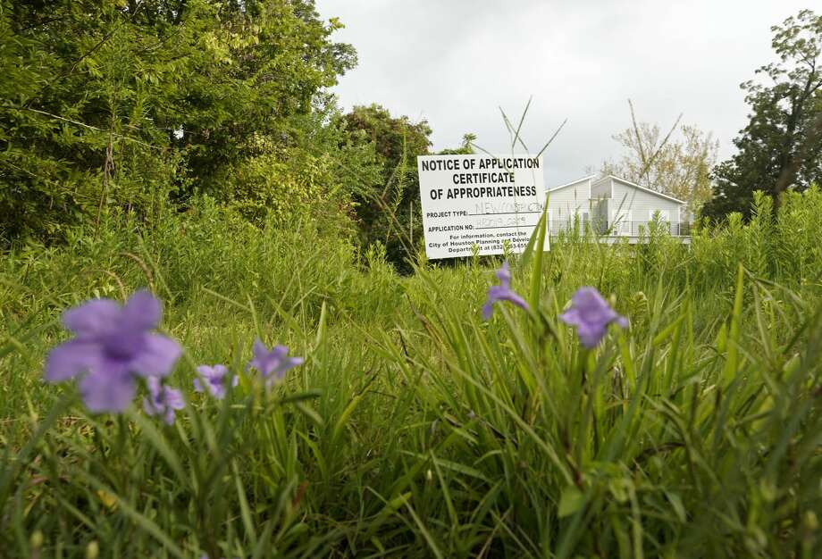 A public notice sign for new construction sits in an open lot on East 31st 1/2 Street in Independence Heights. Photo: Melissa Phillip/Staff Photographer