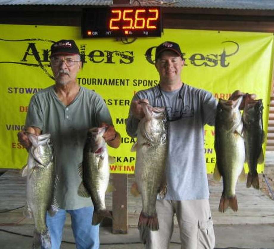 Brian Sewell and Chip Sewell Won the Anglers Quest Conroe Team Championship with a two day total weight of 31.95 pounds. Photo: Anglers Quest