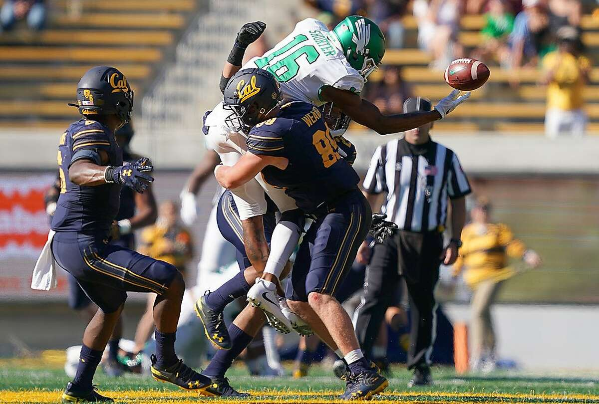 BERKELEY, CA - SEPTEMBER 14: Evan Weaver #89 of the California Golden Bears breaks up the pass to Jyaire Shorter #16 of the North Texas Mean Green on fourth down and 13 yards to go late in the fourth quarter of an NCAA football game at California Memorial Stadium on September 14, 2019 in Berkeley, California. California won the game 23-17. (Photo by Thearon W. Henderson/Getty Images)