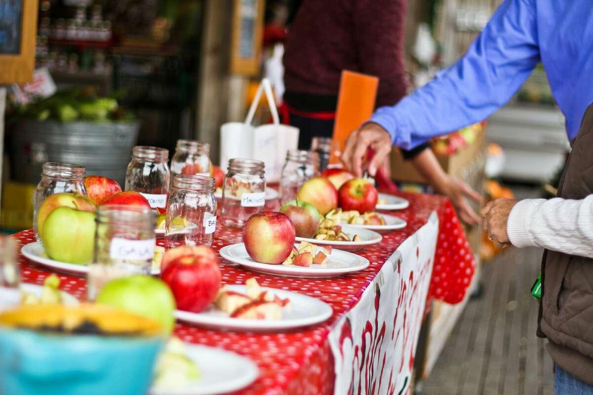Lake Chelan orchards offer apple tastings.