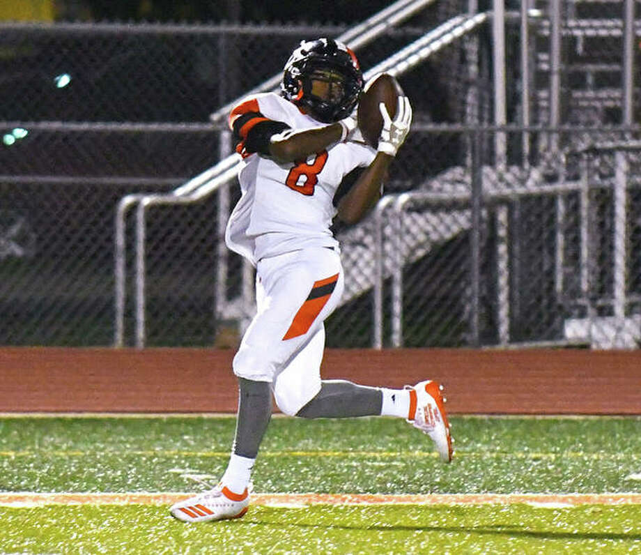 Edwardsville Kenyon Johnson (8) catches a long pass for a touchdown in the second quarter at DeKalb. Photo: David Toney|For The Intelligencer