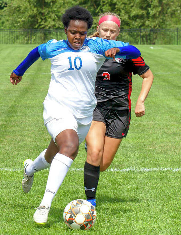 Boitumelo Rabale of Lewis and Clark (10) has been named NJCAA Division I Soccer Player of the Week for the week of Sept. 16-22. Photo: Jan Dona | For The Telegraph