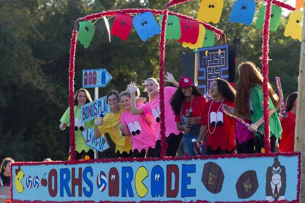 Oak Ridge volleyball players take part in school?•s homecoming parade, Wednesday, Sept. 25, 2019.