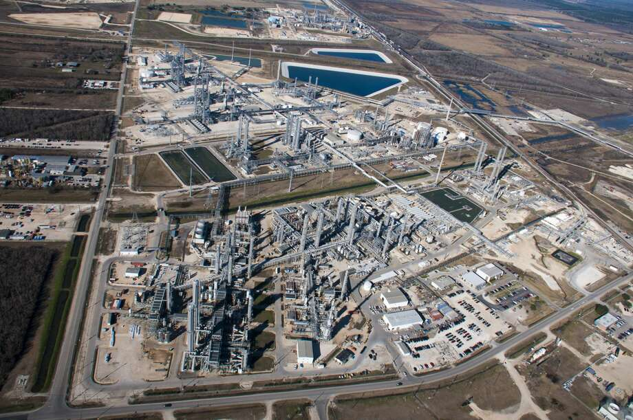 Aerial view of the Enterprise Products Partners Mont Belvieu complex. The Houston pipeline operator plans to add a second propylene plant to the complex aftering landing a long-term supply deal with petrochemical giant LyondellBasell.  Photo: Enterprise Products Partners LP / BIGHORSE