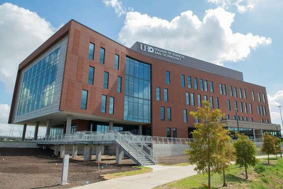 In August 2019, the University of Houston-Downtown opened its long-awaitedCollege of Sciences & Technology Building. The state-of-the-art academic facility starts a new chapter for the institution's efforts in educating future STEM stars.