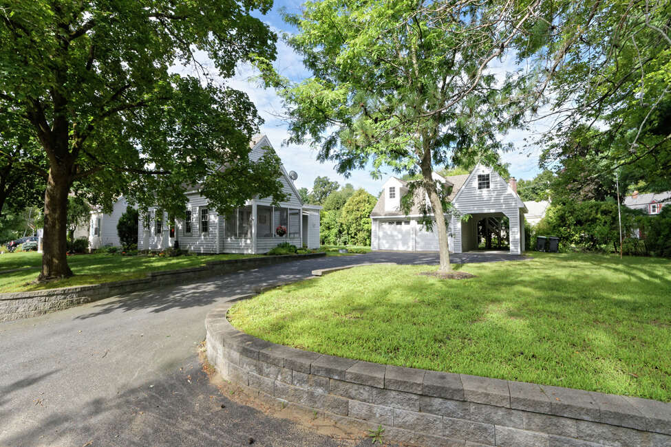 House of the Week: 8 York Place, Glenville   Realtor: Bruce Dedon of Coldwell Banker Prime Properties   Discuss: Talk about this house
