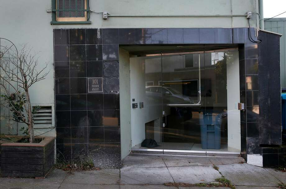 A retail space at 101 Vicente St. sits empty. Photo: Paul Chinn / The Chronicle