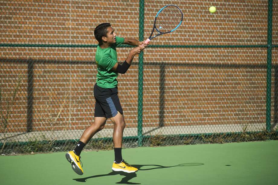 Dow's Anish Middha returns the ball during a #1 singles match against Midland's Kyle Kotanchek Thursday, Sept. 26, 2019 at H. H. Dow High School. (Katy Kildee/kkildee@mdn.net) Photo: (Katy Kildee/kkildee@mdn.net)