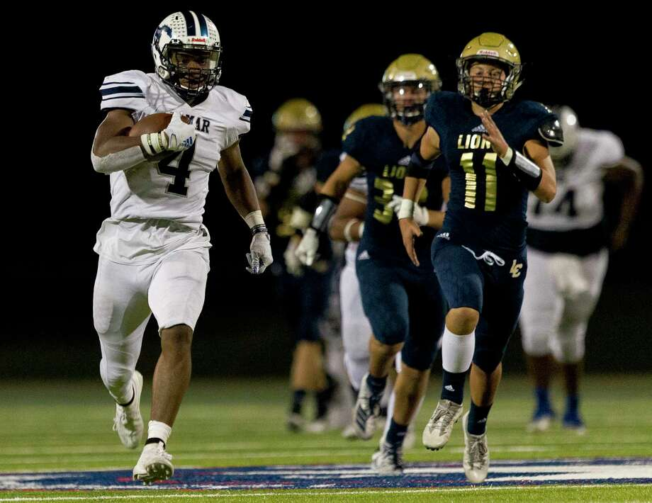 Lamar Consolidated running back Taye McWilliams (4) runs past Lake Creek outside linebacker Walker Lanier (11) for a 74-yard touchdown during the third quarter of a District 10-5A high school football game at Montgomery ISD Stadium, Thursday, Sept. 26, 2019, in Montgomery. Photo: Jason Fochtman, Houston Chronicle / Staff Photographer / Houston Chronicle