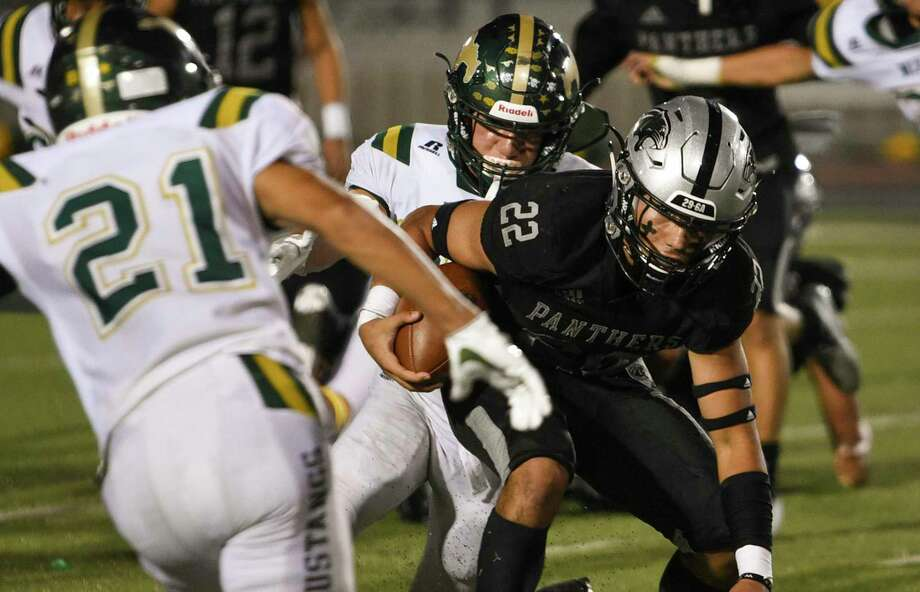 Brian Benavides won Mr. Texas Football Player of the Week honors after rushing for 309 yards and six touchdowns against Nixon. Photo: Danny Zaragoza /Laredo Morning Times