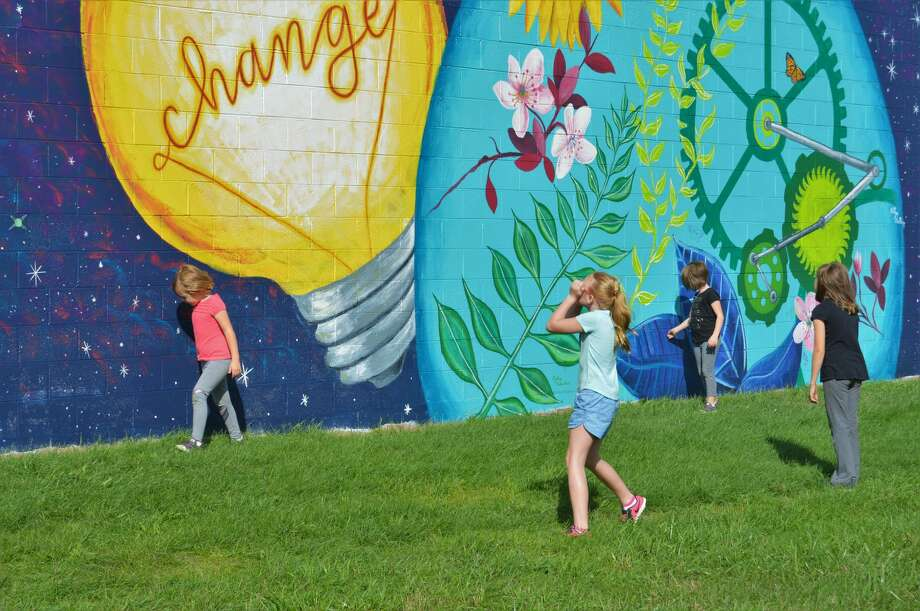 Community members gathered Thursday evening to celebrate the completion of a mural, which was a service project spearheaded by the Midland County Youth Action Council. (Ashley Schafer/Ashley.Schafer@hearstnp.com) Photo: Ashley Schafer