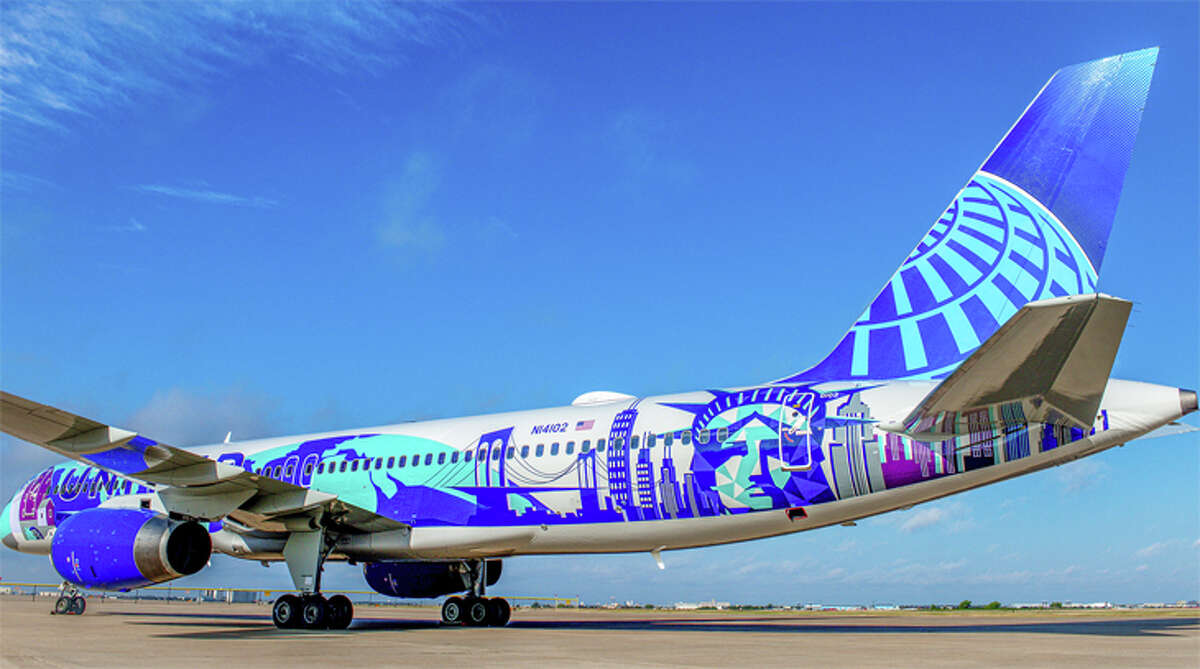 This United 757 with scenes from New York and New Jersey was painted as part of the