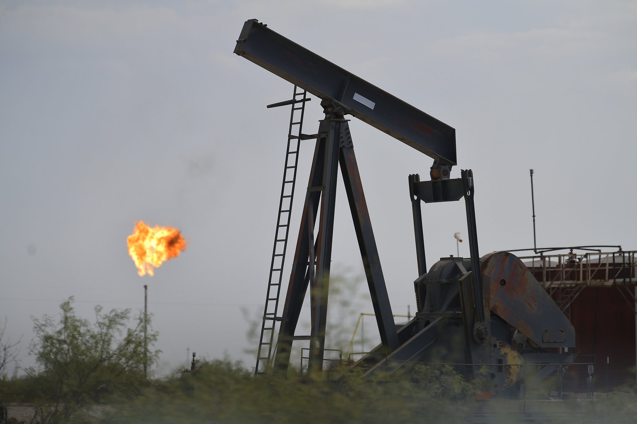 Oil heads for weekly loss on signs of adequate global supplies