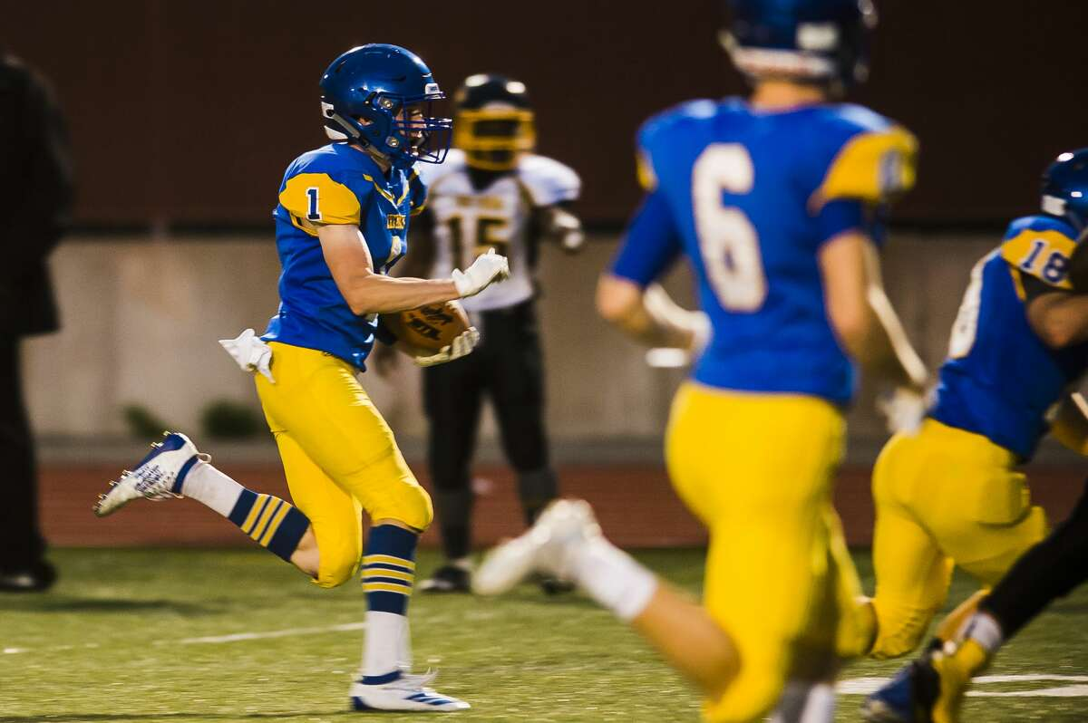 Midland's Bryce Albrecht carries the ball down the field during the Chemics' 50-0 homecoming victory over Saginaw High Friday, Sept. 27, 2019 at Midland Community Stadium. (Katy Kildee/kkildee@mdn.net)