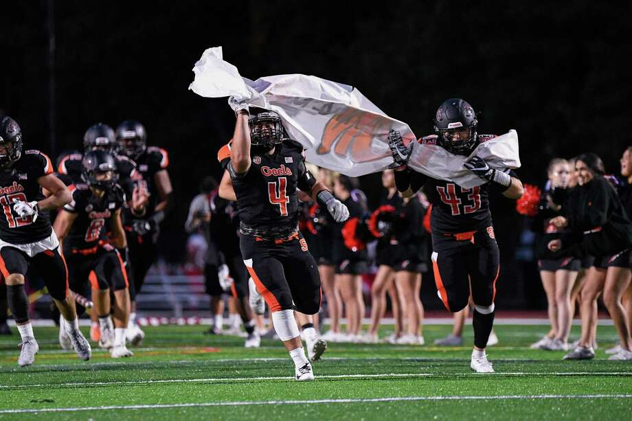 Football action between Shelton High and Norwich Free Academy at Finn Stadium, Shelton, CT, Friday, September 27, 2019. Photo: David G. Whitham / For Hearst Connecticut Media / Stamford Advocate Freelance