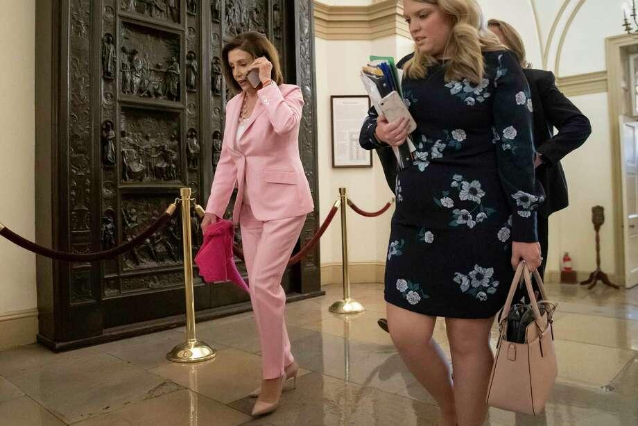 La presidenta de la Cámara de Representantes, Nancy Pelosi, arriba al Congreso en Washington, viernes 27 de septiembre de 2019. Photo: J. Scott Applewhite /Associated Press / Copyright 2019 The Associated Press. All rights reserved.