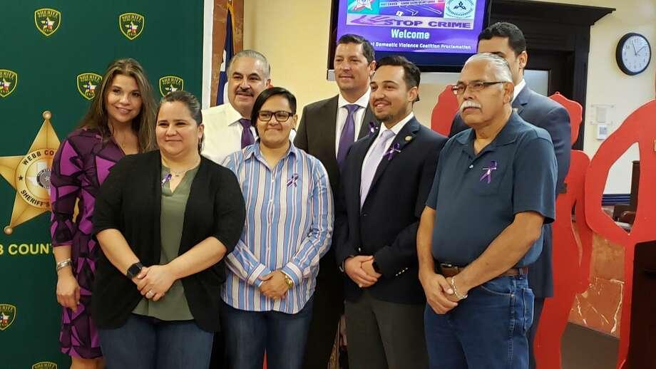 La Oficina del Alguacil del Condado de Webb celebró el viernes la Proclamación Anual de la Coalición contra la Violencia Doméstica. Photo: /