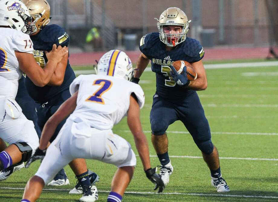 Senior running back Camilo Pedraza had 206 total yards and four touchdowns in Alexander's 42-0 win over LBJ on Friday. Photo: Danny Zaragoza /Laredo Morning Times