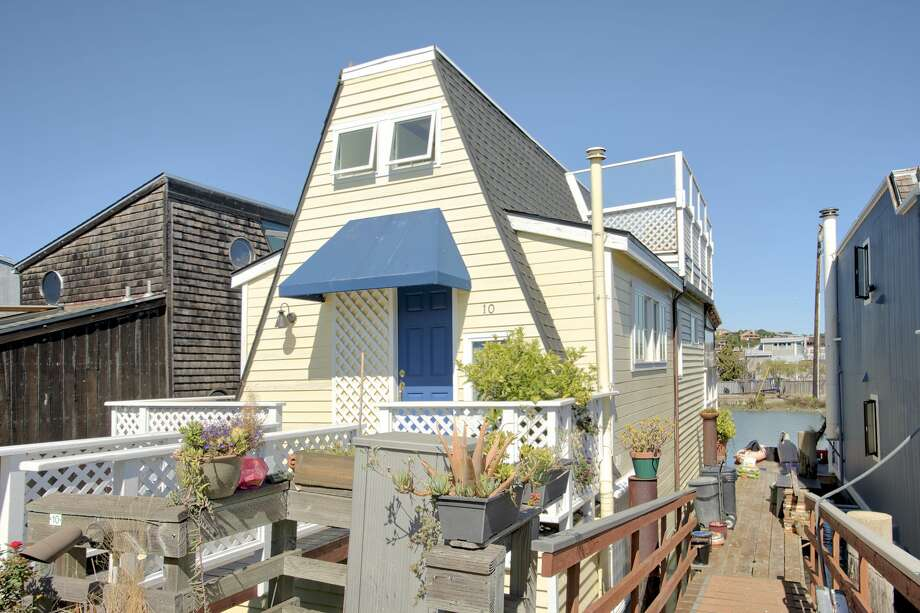 $1.15M cottage on the water may be Sausalito's most charming houseboat