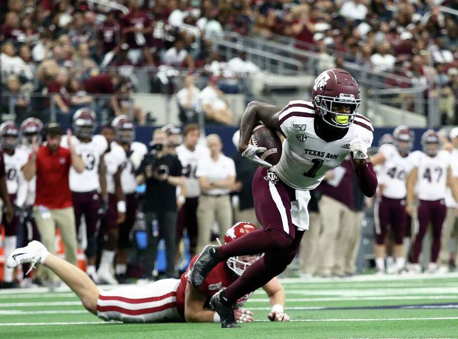 ARLINGTON, TEXAS - SEPTEMBER 28:  Quartney Davis #1 of the Texas A&M Aggies runs for a touchdown against the Arkansas Razorbacks in the second quarter during the Southwest Classic at AT&T Stadium on September 28, 2019 in Arlington, Texas. Photo: Ronald Martinez, Getty Images / 2019 Getty Images