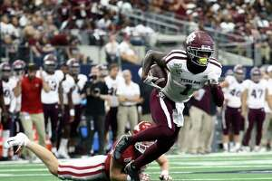 ARLINGTON, TEXAS - SEPTEMBER 28:  Quartney Davis #1 of the Texas A&M Aggies runs for a touchdown against the Arkansas Razorbacks in the second quarter during the Southwest Classic at AT&T Stadium on September 28, 2019 in Arlington, Texas.