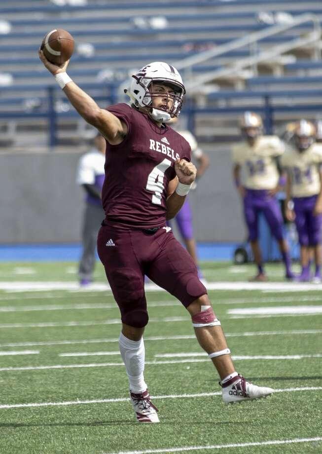 Lee's Mikey Serrano (4) throws the ball Saturday, Sept. 28, 2019 at Grande Communications Stadium. Photo: Jacy Lewis/Reporter-Telegram