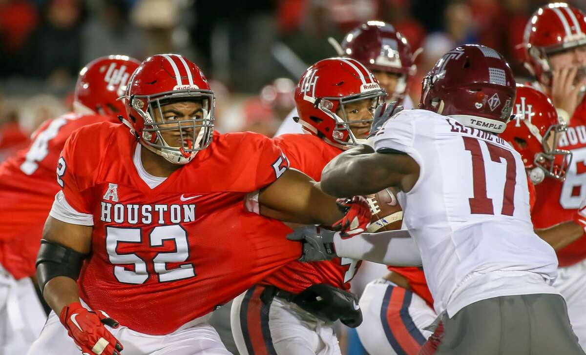 HOUSTON, TX - NOVEMBER 10: Temple Owls defensive end Dana Levine (17) tugs on Houston Cougars offensive lineman Braylon Jones (52) during the game between the Temple Owls and Houston Cougars on November 10, 2018 at TDECU Stadium in Houston, Texas. (Photo by Leslie Plaza Johnson/Icon Sportswire via Getty Images)