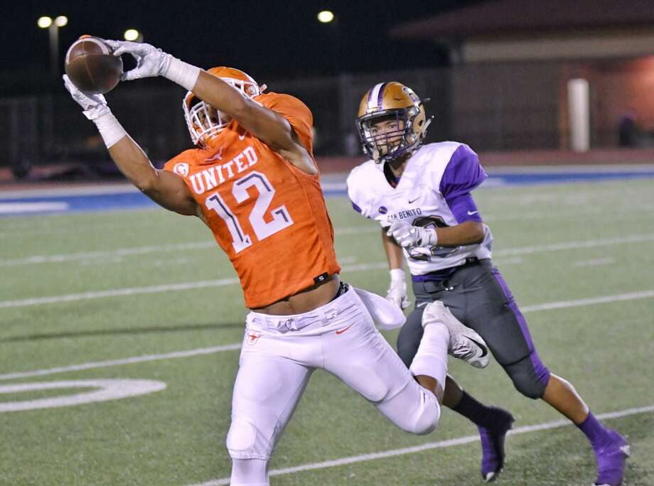 Ricky Chapa had three touchdown catches in United's 42-28 win at Eagle Pass on Friday. Photo: Cuate Santos / Laredo Morning Times