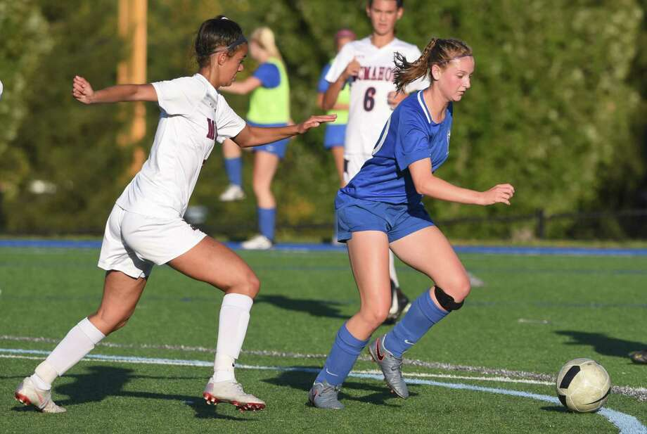 Darien's Nelle Kniffin controls the ball in front of McMahon's Victoria Papadopoulos on Wednesday. Photo: Dave Stewart / Hearst Connecticut Media / Hearst Connecticut Media