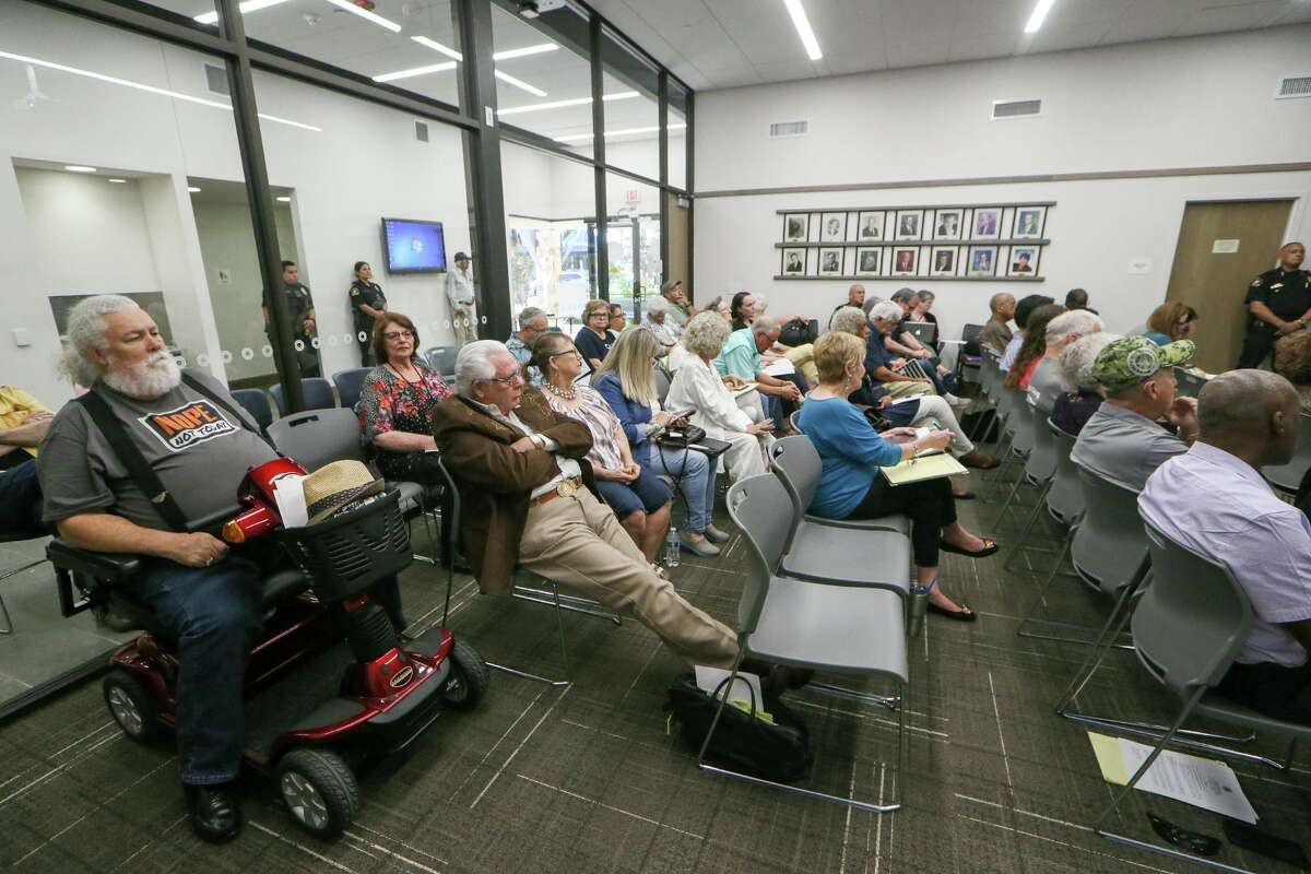 Leon Valley citizens attend a hearing on the fate of Councilor Benny Martinez, accused of sexual harassment and abuse of power on July 18.