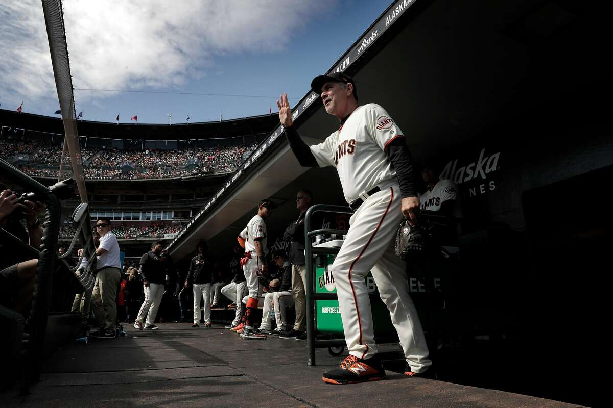 Giants manager Bruce Bochy raises his hand to acknowledge the crowd before he managed his final game with the San Francisco Giants at Oracle Park in San Francisco, Calif., on Sunday, September 29, 2019.