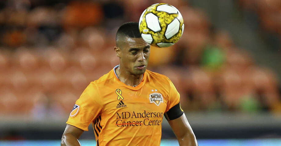 Houston Dynamo forward Mauro Manotas (9) controls the ball with his head against Minnesota United FC during the first half of an MLS match at BBVA Stadium Wednesday, Sept. 11, 2019, in Houston. The Dynamo won 2-0. Photo: Godofredo A Vásquez/Staff Photographer / © 2019 Houston Chronicle