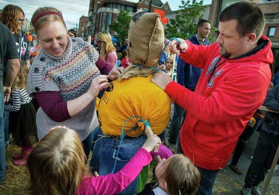 Fall is in the air Midland residents Amanda Irwin, left, John Duford, right, Evelyn Irwin, 5, bottom left, and Franki Irwin, 3, bottom right, put the finishing touches on their scarecrow during the annual Festifall celebration Saturday on Main Street. For more photos, turn to page 8A or go to www.ourmidland.com. (Katy Kildee/kkildee@mdn.net)