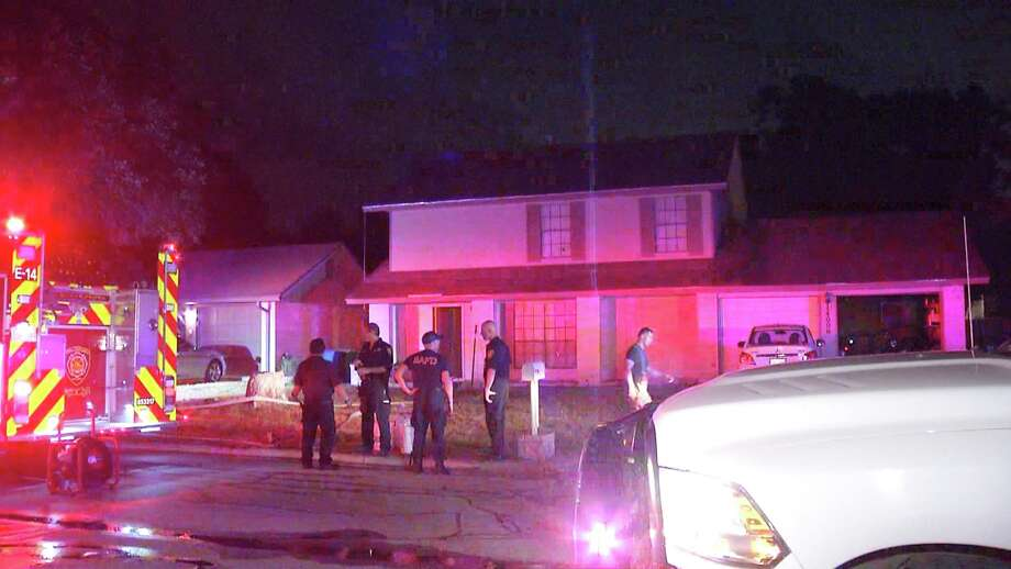 SAFD battled a fire Sunday night on the North Side. Photo: Ken Branca