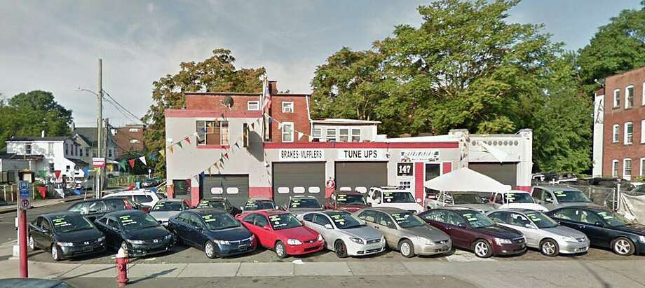 A 22-year-old mechanic has died after a car fell off a lift and fell on top of him on Sunday, Sept. 29, 2019. The accident happened at a local dealership/auto garage at 147 Franklin Avenue in Hartford. Photo: Google Street View