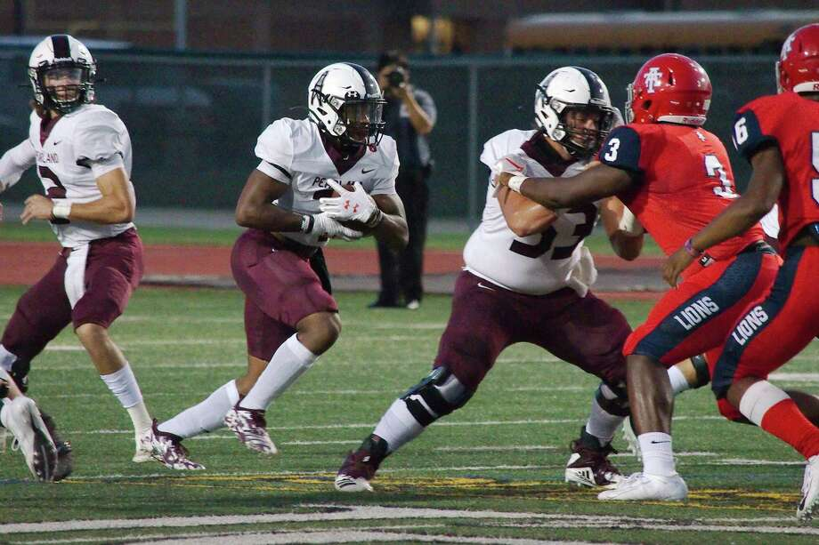 Pearland running back Brandon Campbell and the remainder of the Oilers battle rival Dawson at 7 p.m., Friday at Pearland Stadium. Photo: Kirk Sides / Staff Photographer / © 2019 Kirk Sides / Houston Chronicle