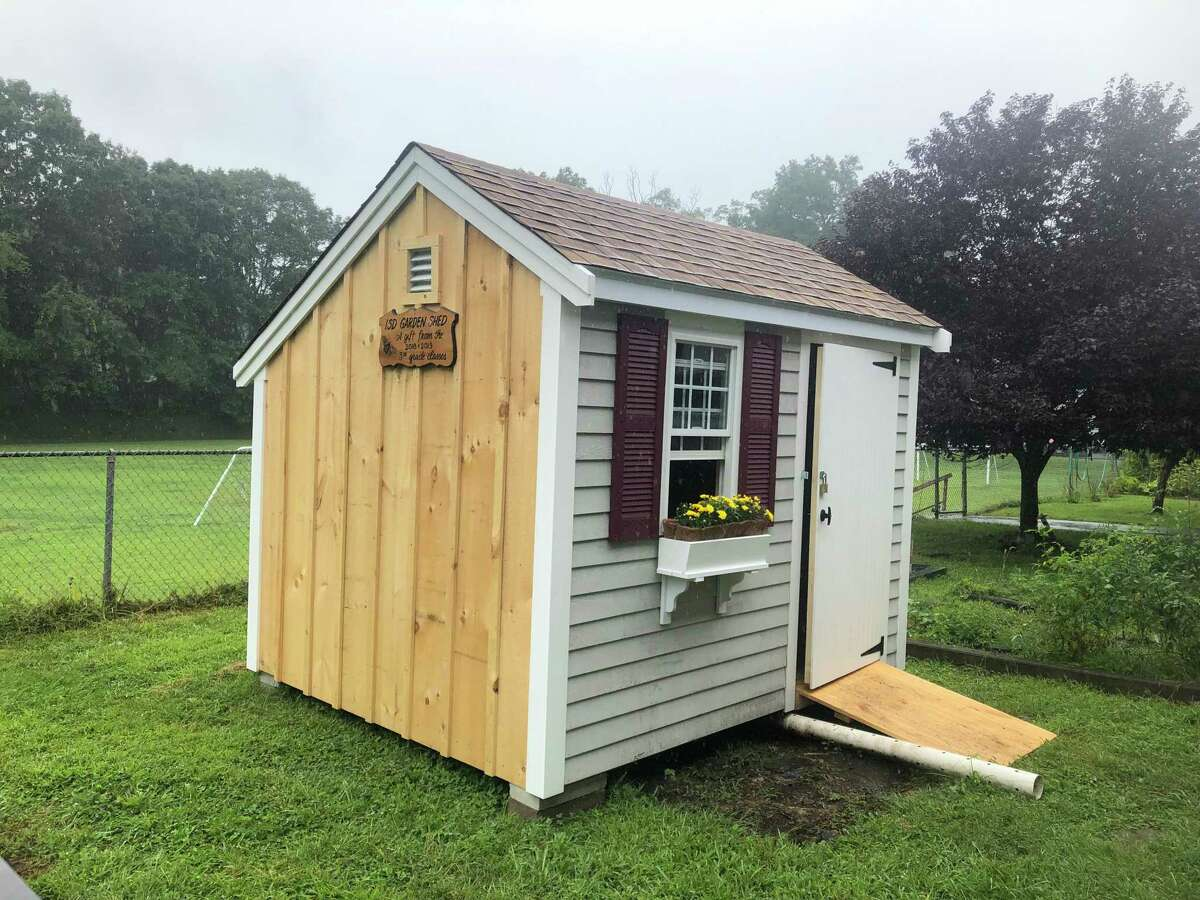 The International School at Dundee's new garden shed, recently inaugurated, replaces a much smaller one, and provides much-needed functional space to support the students' work in the garden. The shed is a combined gift of the 2018 and 2019 5th grade classes, and students raised the money by selling wreaths.