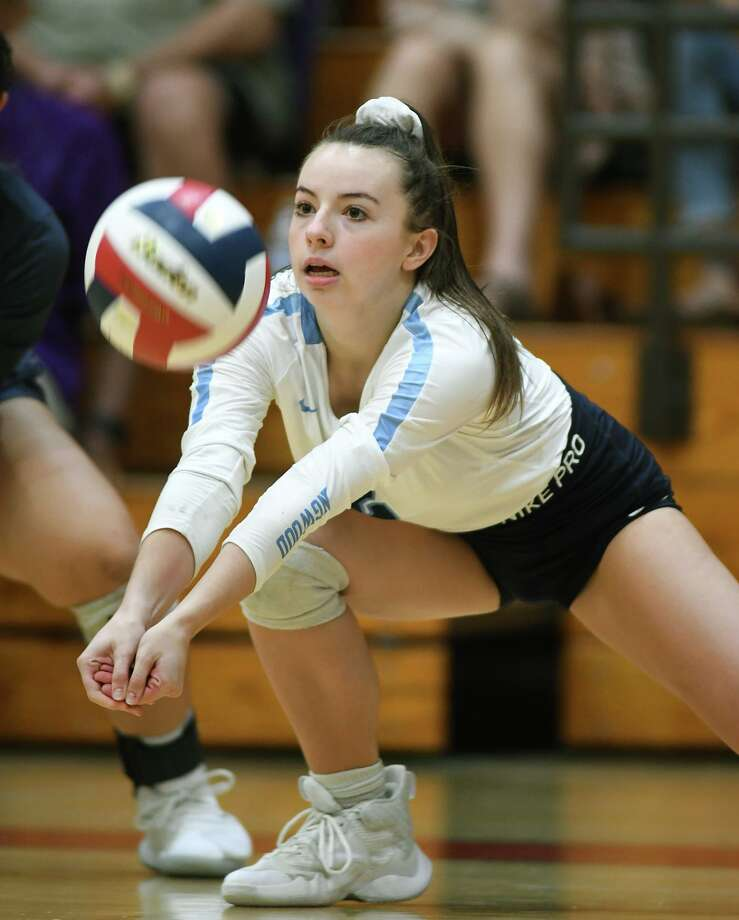 Kingwood 's Rachel Easom makes a play against College Station during their CCISD Varsity Volleyball Tournament Bronze Bracket Championship matchup at Clear Brook High School on August 31, 2019. Photo: Jerry Baker, Houston Chronicle / Contributor / Houston Chronicle
