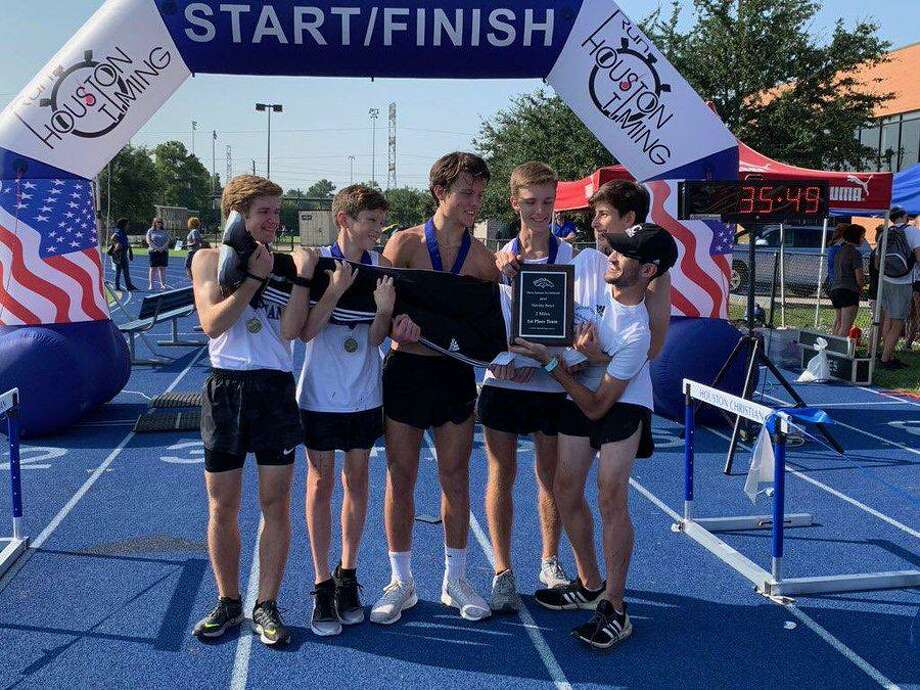 The Houston Christian boys cross country team won the home Dave Jantzen Invitational, scoring only 33 points to finish ahead of seven teams. Photo: Houston Christian High School / Houston Christian High School