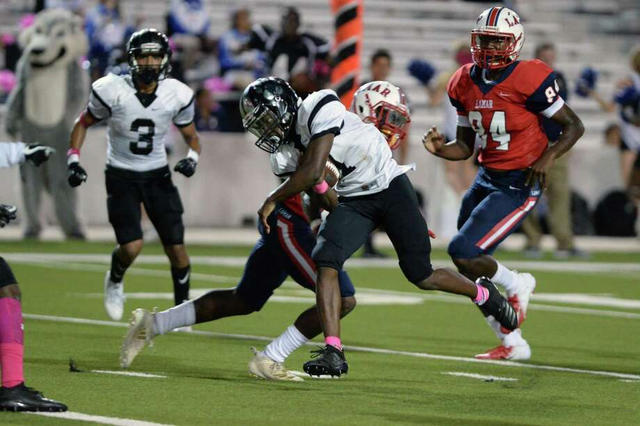 Quarterback Akeem Benjamin (7) of Westside scrambles for a touchdown in the fourth quarter of a high school football game between the Lamar Texans and the Westside Wolves on Friday, October 5, 2018 at Delmar Stadium, Houston, TX. Photo: Craig Moseley, Houston Chronicle / Staff Photographer / ©2018 Houston Chronicle