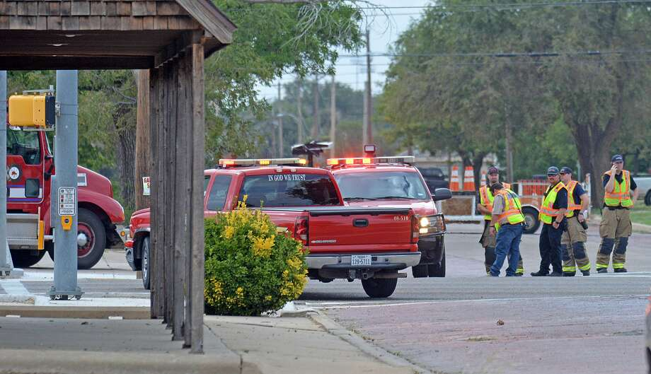 Crews are on-scene at 6th and Columbia working to repair a gas leak. Photo: Nathan Giese/Plainview Herald