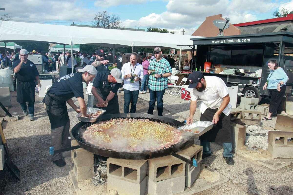 Chefs Ryan Pera and Hugo Ortega make paella during the 2017 Southern Smoke culinary fundraiser.