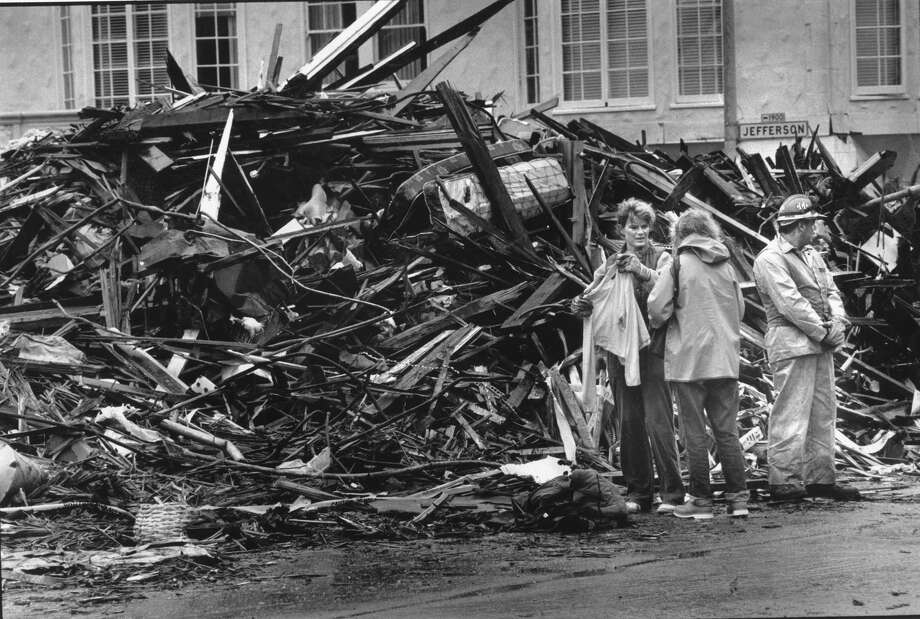 Residents of the Marina District go through rubble and find a sweater near  a condemned building severely damaged by the Loma Prieta earthquake, Photo taken October 23, 1989 Photo: Frederic Larson, The Chronicle
