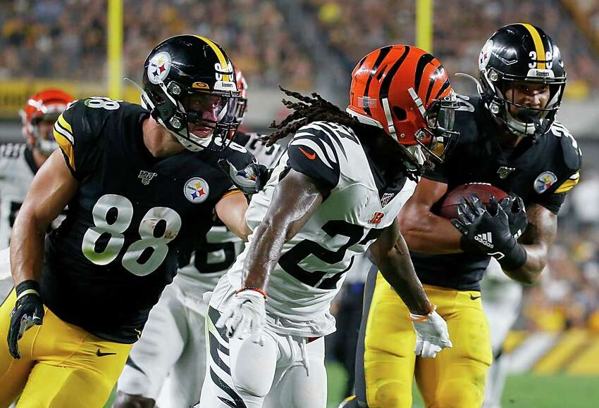 PITTSBURGH, PENNSYLVANIA - SEPTEMBER 30: James Conner #30 of the Pittsburgh Steelers runs for a touchdown over the Cincinnati Bengals during the second quarter of the game at Heinz Field on September 30, 2019 in Pittsburgh, Pennsylvania. (Photo by Justin K. Aller/Getty Images)