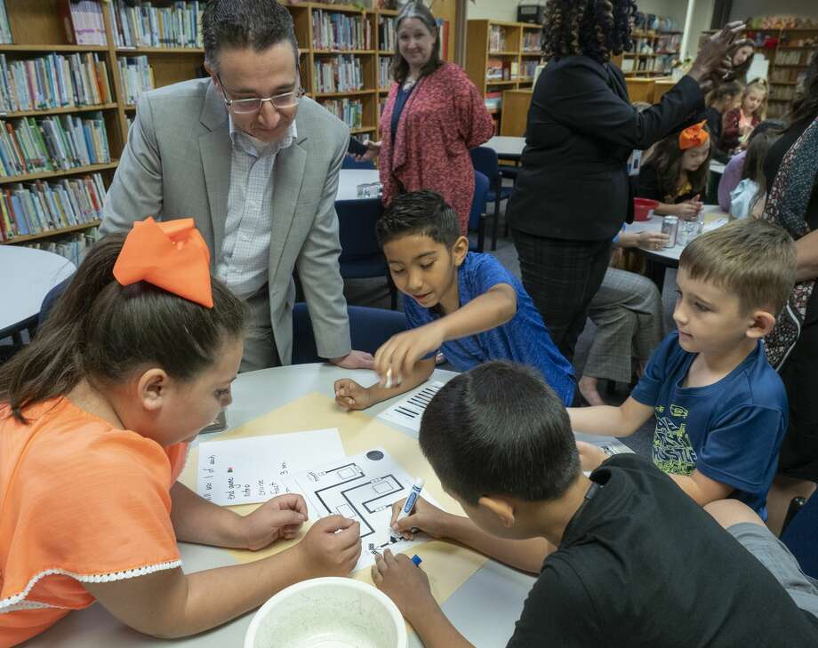 David Ferreira, Chevron area manager, watches 10/01/19 as students at Parker Elementary play with new Ozobots to learn coding as part of the Fuel Your Schools program with Chevron and DonorsChoose.org. Tim Fischer/Reporter-Telegram Photo: Tim Fischer/Midland Reporter-Telegram