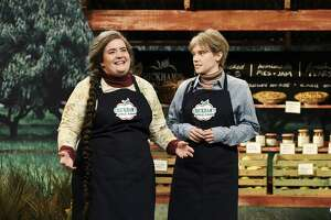 "Aidy Bryant as Deborah Chickham and Kate McKinnon as her sister during the ""Apple Picking Ad"" sketch on Saturday, September 28, 2019."