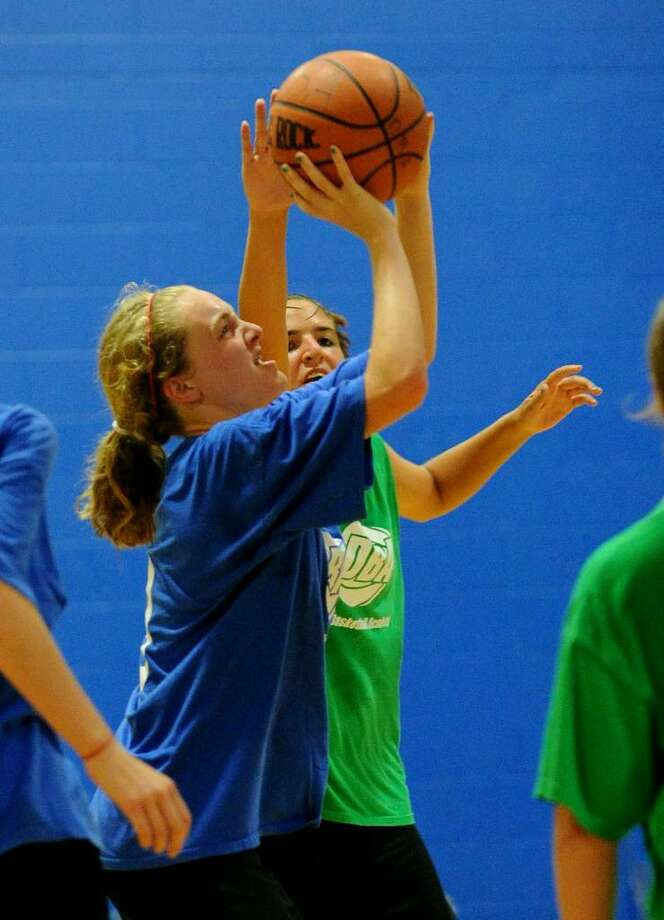 Fairfield Ludlowe Girls Basketball Dominates Staples